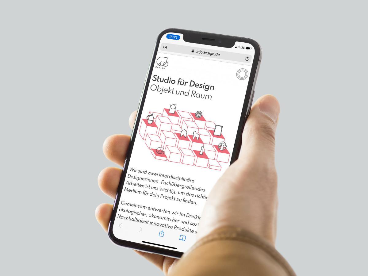 Smartphone mit geöffneter Website