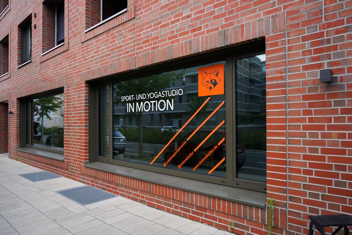 Gebäude mit der neuen Fenstergestaltung